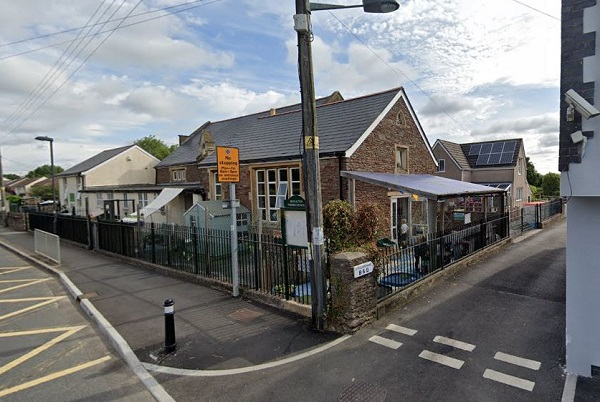 Double yellow lines planned outside Yate primary school