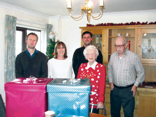 Rich Hayden, Pauline Hayes and Nathan Price from Sun Chemical with Abbeyfield residents Elizabth and Eric.